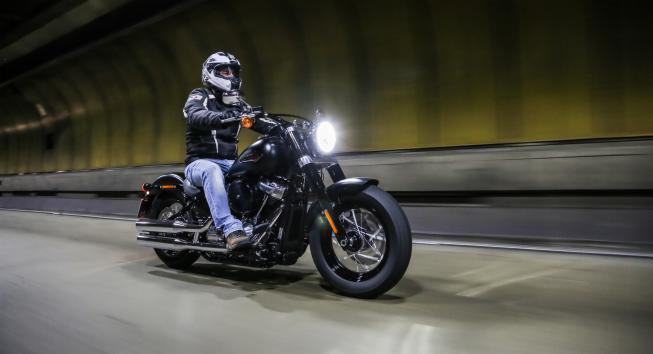 Sonhar com moto: o que significa?