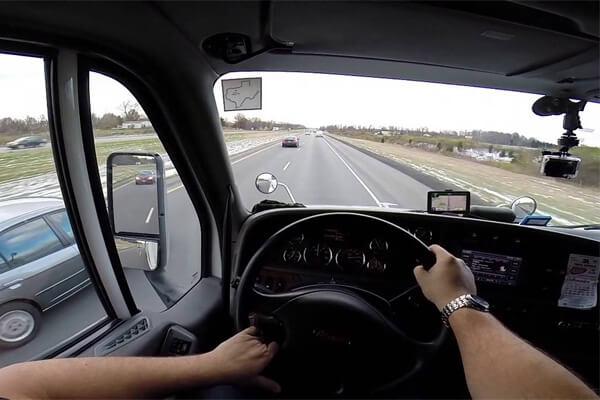 Sonhar com caminhão: o que isso significa?
