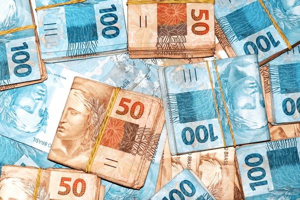 Sonhar com muito dinheiro: o que isso significa?