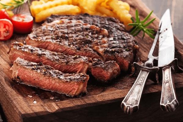 Sonhar com carne assada: o que isso significa?