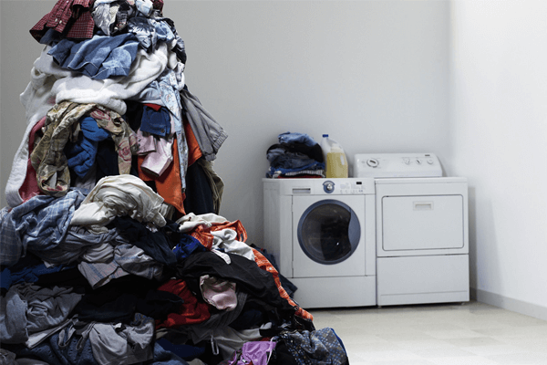 Sonhar com roupa suja: o que isso significa?