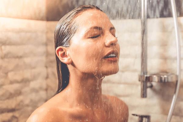 Sonhar com banho: quais são os principais significados?