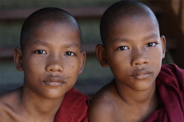 Sonhar com gêmeos: quais são os significados? Veja aqui!