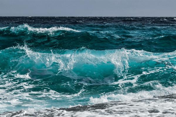 Sonhou com água do mar? Veja o significado aqui!