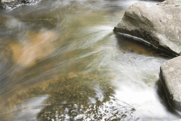 Significado de sonhar com água corrente