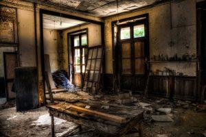 Sonhar com casa caindo