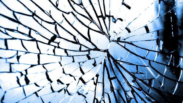 Sonhar com espelho quebrado