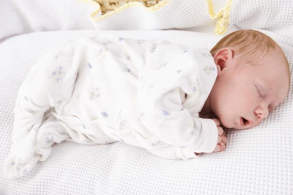 Sonhar com bebê dormindo