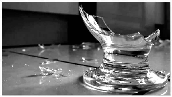 Sonhar com caco de vidro