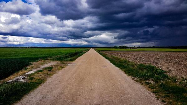 Sonhar com estrada de terra