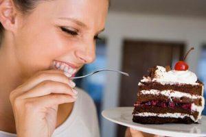Sonhar comendo bolo