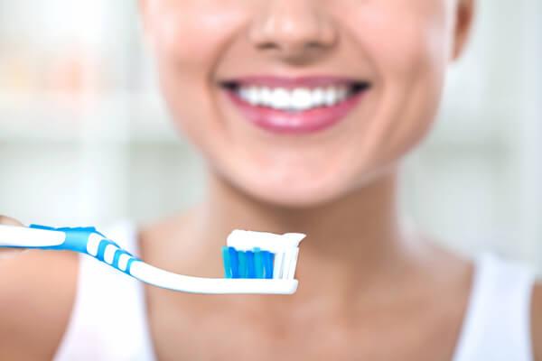 Sonhar com escova de dente