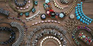 Sonhar com bijuterias