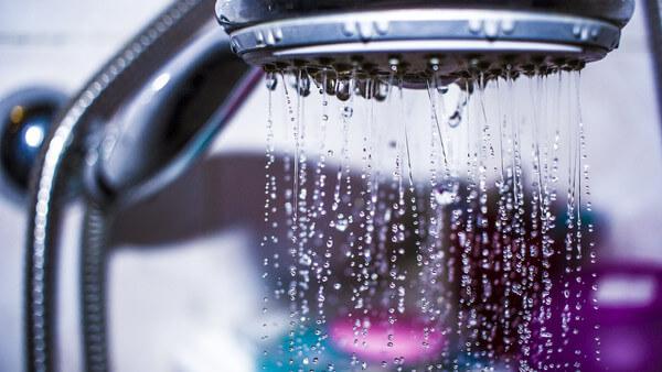 Sonhar com chuveiro