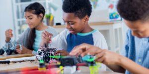 crianças que criaram produtos sustentáveis