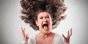 pessoa gritando