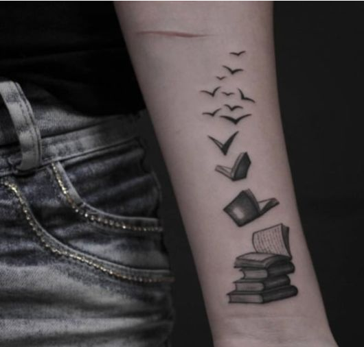 Tatuagem de livros